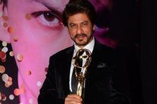 SRK's concluding words at YCM Award ceremony will MELT your hearts!