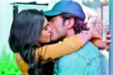 Vidyut- Adah gave 10 RETAKES for a KISSING scene in Commando 2!