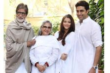 Bachchan's DIDN'T play Holi today, their reason will melt your hearts