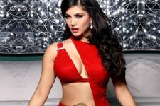 Sunny Leone has SHUT the cyber bullies in a classic way!