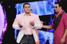 Salman Khan ousts Akshay Kumar, emerges as highest advance TAX payer!