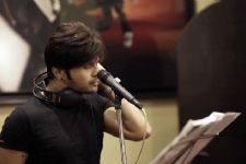 Himesh Reshammiya signs 5-year-old for a special song