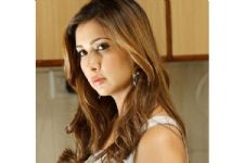 Kim Sharma SPEAKS UP about problems in her marriage
