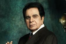 Dilip Kumar better, honoured with Living Legend Lifetime Award