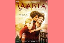 Kriti gives a kiss of love to Sushant in the first LOOK of 'Raabta'!