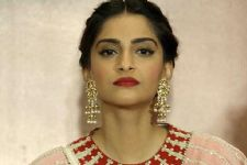 Sonam Kapoor makes a REQUEST to her fans and followers!