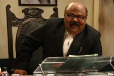 Theatre not a stamp of a better actor, says Saurabh Shukla