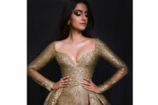 #Stylebuzz: Sonam Kapoor Turns A Golden Goddess At Cannes