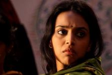 Swara Bhaskar faces BACKLASH after she takes a dig at Paresh Rawal!