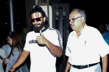 Post Injury Pictures: Ranveer Singh snapped at Lilavati Hospital!
