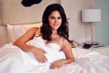 Sunny Leone's private jet escapes CRASH, no casualties reported!