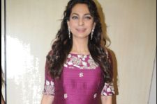 Juhi Chawla wins award for Chalk N Duster at Dadasaheb Phalke Award!