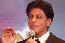 SRK took a POTSHOT at a girl for TROLLING him!