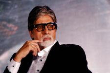 When Amitabh Bachchan BURNT his HAND!