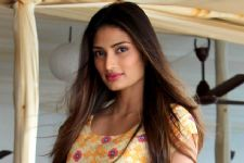 Too young in the industry to stick to a particular genre: Athiya!