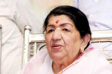 B-Town hails Lata Mangeshkar as Goddess of music on birthday