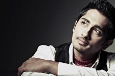 Siddharth sports intense look in 'The House Next Door'