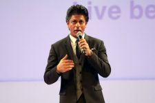 We will meet very soon: SRK fulfills cancer patient's wish