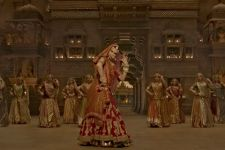 "Deepika REVEALS mind-blowing details about ""Ghoomar"" Song"