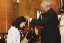 Zaira Wasim receives National Child Award from the President