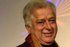 Bollywood's charmer Shashi Kapoor breathes his last (Roundup)