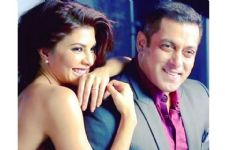 This is what Jacqueline Fernandez is LEARNING for Race 3!