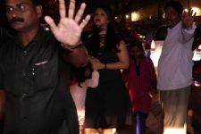 Aishwarya Rai Bachchan MOBBED, RUSHES inside with daughter Aaradhya