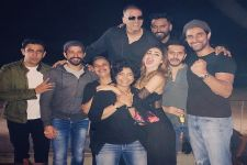 Akshay Kumar, Farhan Akhtar, Mouni party hard with the team of Gold