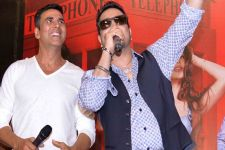 Mika dedicates success in Bollywood to Akshay
