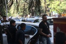 "Sanjay Dutt visits Mahesh Bhatt's office for ""Sadak 2"""