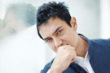 It's Valentine's Day & Aamir Khan is listening to this song...