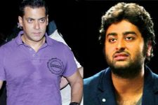 Salman Khan yet AGAIN LOSES COOL on Arijit Singh, Gets him OUT of...