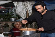 Shekhar's kind gesture for a 'Woman Tea Stall Vendor'