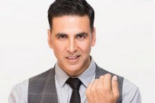 Khiladi Akshay Kumar gets a bag filled with gifts!