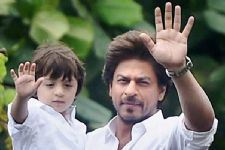 SRK goes skiing with 'champion' AbRam