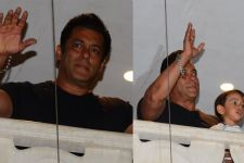 Salman Khan REACHES home, Mom BREAKS DOWN: Pics Below