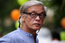 Sudhir Mishra pushes his film due to four other Bollywood films