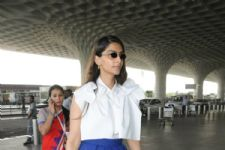 Sonam Kapoor's Airport Look Is Great For Today's Chic Working Women