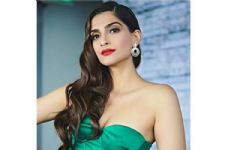 It Is Unbelievable How Inexpensive Sonam Kapoor's Promotional Look Is