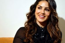 Sunny Leone LEAVES for South Africa
