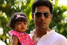AWWW!! Aaradhya Bachchan Did This For Her Father Abhishek