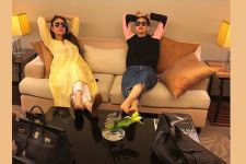 Kareena- Karisma are TEACHING us how to CHILL amidst WORK!