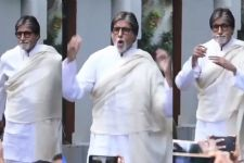 Video Alert: Amitabh Bachchan's DANCES on 'BADUMBA' in front of JALSA!