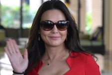 Watch Video: Preity Zinta makes a Fan's Day by doing THIS Gesture!
