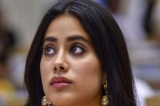 An EMOTIONAL Janhvi Kapoor REFUSES to talk about late mother Sridevi