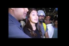 Video: An angry Anushka SLAMS a Man for throwing garbage on the road