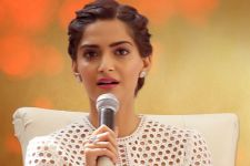 Sonam REACTS on the masturbation scene from Veere being TROLLED