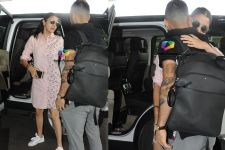 Adorable Moment: Anushka comes to see off beau Virat at the Airport