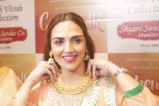 Esha Deol unveils Bengali bride look from 'Cakewalk'