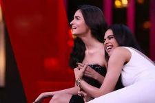Deepika-Alia's FUNNIEST captions on photos of Ranveer,Anushka &Kat